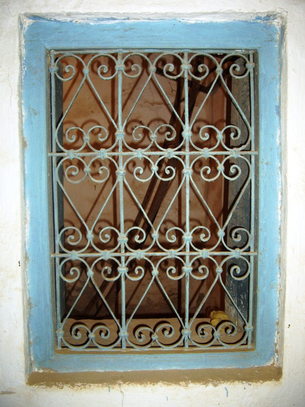 Portes en bois de palmier et fen tres en fer forg for Porte fer forge tunisie