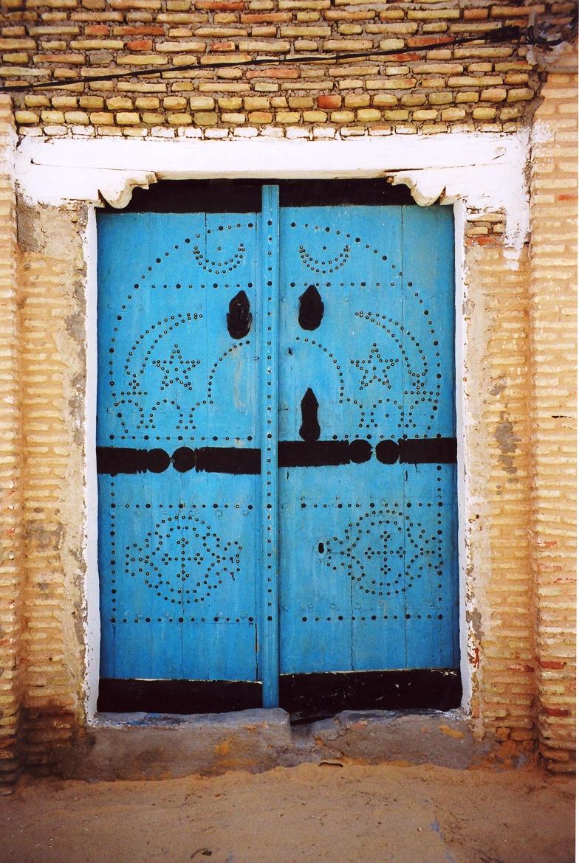 Portes en bois de palmier et fen tres en fer forg for Porte de garage tunisie